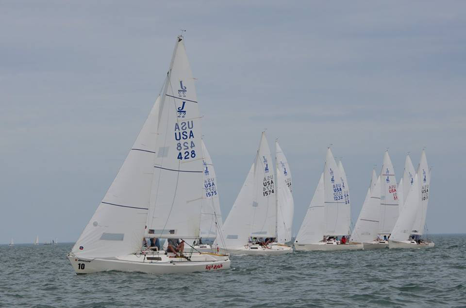 J/22s featuring Ullman Sails